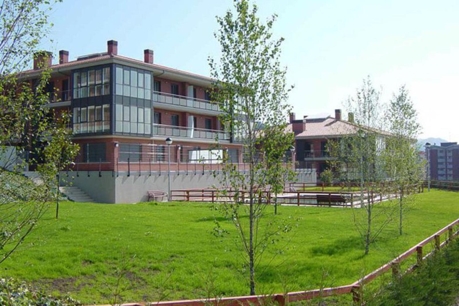 Viviendas en alto de miracruz construcciones sukia for Piscina zabalgana