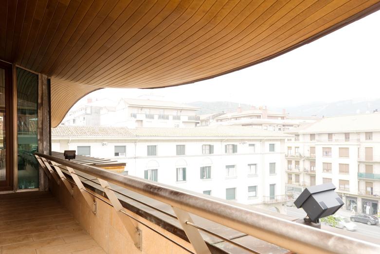 Ayuntamiento de amorebieta construcciones sukia for Piscina zabalgana