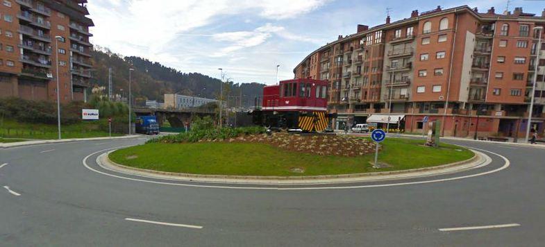 Rotonda senpere construcciones sukia for Piscina zabalgana