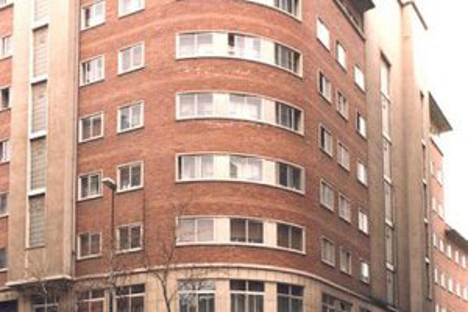 Residencia 3 edad construcciones sukia for Piscina zabalgana