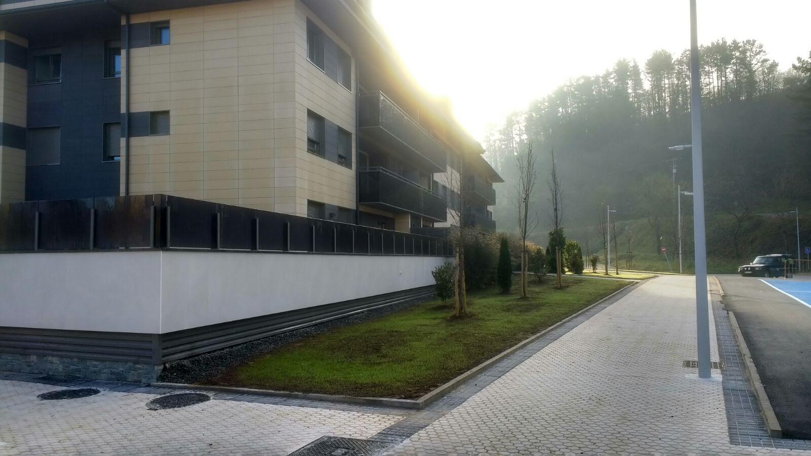 32 viviendas libres en asteasu construcciones sukia for Piscina zabalgana